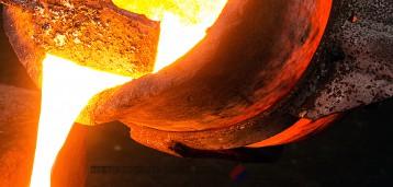 Розлив расплава каменного литья в формы